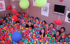 Las piscinas de bolas para adultos existen y es el tratamiento antiestrés que necesitas — cribeo