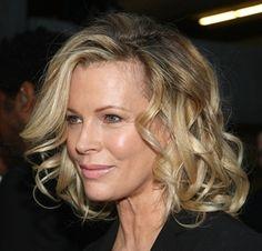 19 Pretty, Medium-Length Hairstyle Ideas: Add Curls to Hair for Extra Body