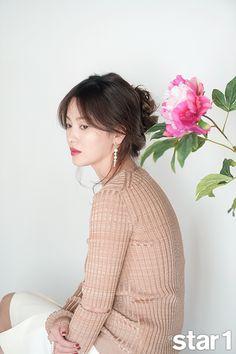 Song Hye Kyo's 1 Interior Spreads Korean Actresses, Asian Actors, Korean Beauty, Asian Beauty, Cute Hairstyles, Wedding Hairstyles, Hairdos, Song Hye Kyo Style, Song Joong Ki Birthday