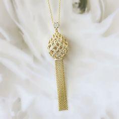 Yellow gold art-deco tassle necklace.