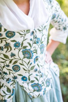 A Lass Of Yesteryear: Century Demelza Poldark, Ross Poldark, American Revolutionary War, Marie Antoinette, Beauty And The Beast, 18th Century, Floral Tops, Prints, Jackets