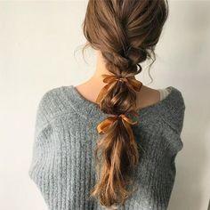 Jak nosić kokardy do włosów i wyglądać modnie? Pretty Hairstyles, Girl Hairstyles, Braided Hairstyles, Grunge Hairstyles, Grunge Haircut, Stylish Hairstyles, Plaited Ponytail, Hair Ponytail, Hair Arrange