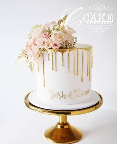 42 Yummy And Trendy Drip Wedding Cakes ♥ Unique, non-traditional cakes become more and more popular for wedding. Taking the internet by storm, drip wedding cakes became one of the hottest trends. Pretty Cakes, Beautiful Cakes, Bolo Tumblr, Wedding Cake Prices, Engagement Cakes, Cake Trends, Drip Cakes, Yummy Cakes, Eat Cake
