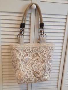 Beach Bound Straw Tote Restyle: Burlap and Bridal Lace – Terry Phillips Beach Bound Straw Tote Restyle: Burlap and Bridal Lace Flavia's Lace Over Burlap – Beach Bound Tote Burlap Bags, Burlap Purse, Hessian, Lace Bag, Diy Sac, Straw Tote, Handmade Purses, Patchwork Bags, Fabric Bags