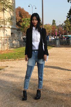 Denim und Hemdbluse auf der Fashionweek in Paris