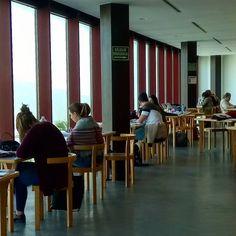 ¿Qué tal llevas los #exámenes? ¿Estudias en la #BibliotecaULL? ¡Mucho ánimo y #suerte! 🍀 ☺#bbtkull #instabiblioteca #estudiando #estamosdeExámenes  4ª planta de la BIBLIOTECA GENERAL en el CAMPUS DE GUAJARA