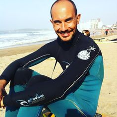 Bello surfista #surf#manupratsstockphotography#ios##handsomesurfer#mylove#holidays#lifestyle#salinasbeach#joy