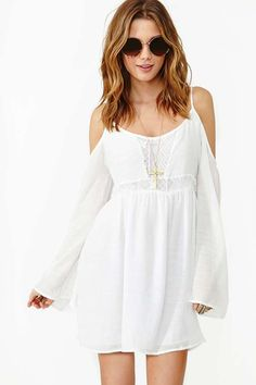 Look like a natural beauty with this dress, some wavy hair, and some Boho-eautiful boots.