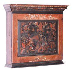 Hengeskap med orig. rosemaling, eiernavn og dat. 1838. (86x94x27cm)
