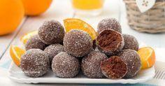 I tartufini arancia e cioccolato sono dei dolcetti favolosi, si preparano in soli 5 minuti senza burro e senza cuocere nulla, con soli 4 ingredienti!