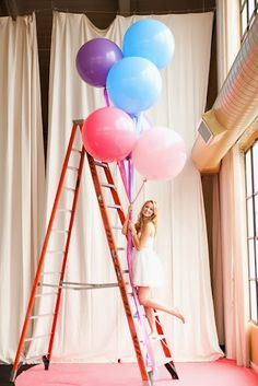 Big balloons and a beatiful bride Love Balloon, Big Balloons, Mylar Balloons, Latex Balloons, Happy Balloons, Balloon Pictures, Hobby Photography, Happy B Day, Wedding Beauty