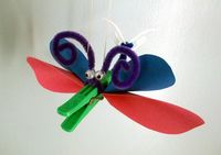 Insect - peg, pipe cleaner, bads (look for the instructions on this board) Ceiling Fan, Insects, Christmas Ornaments, Holiday Decor, Creatures, Crafts, Board, Ideas, Windmill Ceiling Fan