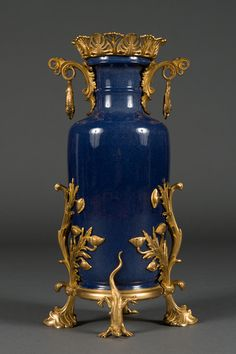 10 Wonderful Clever Ideas: Old Vases Simple old vases simple.Old Vases Simple candle vases centerpieces.What To Put In Clear Vases. Vase Centerpieces, Vases Decor, Vase Crafts, Clay Vase, Wooden Vase, Porcelain Ceramics, Painted Porcelain, Fine Porcelain, Painted Vases
