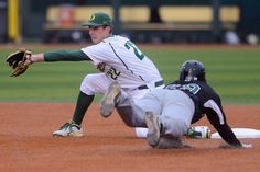 Oregon shortstop J.J. Altobelli catches San Francisco's Jason Mahood as he attempts to steal second base in the opening inning of Oregon's 4-2 win against San Francisco Monday night. (Michael Ciaglo/Oregon Daily Emerald)