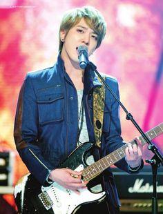 #cn blue #yonghwa #kpop