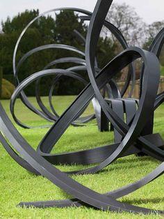 Pablo Reinoso designed this bench.