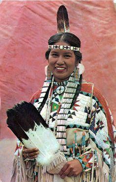 UNITED STATES - The Ojibwe (Chippewa) people - A Chippewa maiden