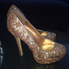 Bakers Rose Gold Sequin Pumps - size 9 Brand new heels, never worn! Size 9 pumps from Bakers. Great for holidays and any fun parties! ✨ Bakers Shoes Heels