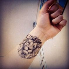 Lion tattoo zart
