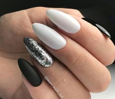 Semi-permanent varnish, false nails, patches: which manicure to choose? - My Nails New Nail Designs, Pretty Nail Designs, Acrylic Nail Designs, Acrylic Nails, Ongles Gel Halloween, Halloween Nails, Cute Nails, Pretty Nails, Hair And Nails