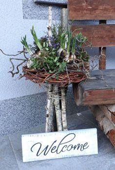 Picture result for osterdeko house entrance modern - Schone Pinnes, Garden Deco, Garden Art, Easter Wreaths, Spring Wreaths, Spring Crafts, Flower Decorations, Floral Arrangements, Diy And Crafts, Holiday Decor