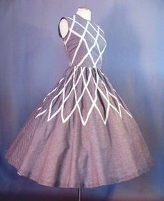 1950's Sundress. Love the trim on this...