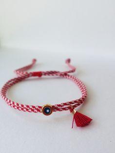 Martis bracelet, Greek March red bracelet, Red and white bracelet evil eye bracelet, Old Jewelry, Dainty Jewelry, Jewelry Gifts, Beaded Jewelry, Beaded Necklace, Beaded Bracelets, Handmade Jewellery, Slap Bracelets, Summer Bracelets