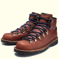 DANNER MOUNTAIN PASS 33271   BERGSTEIGER Caterpillar Boots, Men's Shoes, Shoe Boots, Fashion Boots, Mens Fashion, Mens Style Guide, Duck Boots, Hiking Shoes, Vintage Leather
