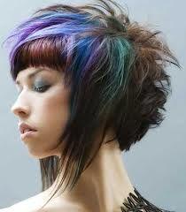 Kurz und farbig