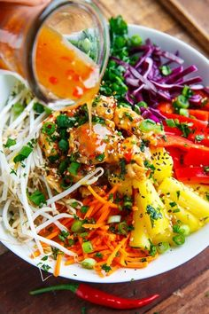Thai Sweet Chili Chicken Buddha Bowls Recipe : A sweet, spicy, and tangy quinoa bowl with sweet chili chicken, pineapple and plenty of veggies! Sweet Chili Chicken, Lime Chicken, Chicken Salad, Asian Recipes, Healthy Recipes, Chili Recipes, Keto Recipes, Clean Eating, Healthy Eating