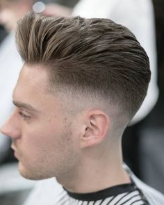 The pomp is a classic men's hairstyle that never goes out of style. That's because it looks so good and there are a plenty of pompadour haircuts to choose from. Here are 21 different ways New Mens Haircuts, Classic Mens Hairstyles, Popular Mens Haircuts, Hairstyles Haircuts, Cool Hairstyles, Hairdos, Pompadour Men, Pompadour Hairstyle, Men's Hairstyle