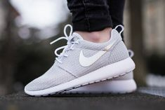 In love with this Nike Roshe Run in Platinum