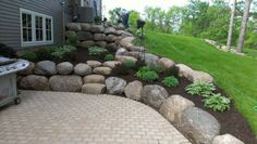 Ideas For Retaining Wall Ideas Front Yard Sloped Backyard Retaining Wall Patio, Boulder Retaining Wall, Landscaping Retaining Walls, Front Yard Landscaping, Retaining Wall With Steps, House Landscape, Landscape Design, Garden Design, Boulder Landscape