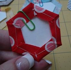 Hexagon Paper Piecing Tutorial by Lori Holt from Bee in My Bonnet #sewing