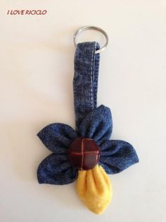 Portachiavi jeans fiore Mobiles, Keychains, Upcycle, Recycling, Denim, Handmade, Accessories, Jewelry, Ideas