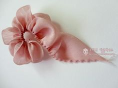Nowadays, I am so busy with the ribbon crafts that I am making it hard, and it is hard to be self-taught. Ribbon Art, Ribbon Crafts, Flower Crafts, Organza Flowers, Fabric Flowers, Ribbon Flower, How To Start Knitting, Learn To Crochet, Crochet Motif