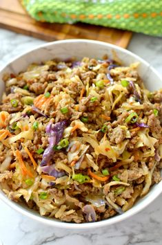 This low carb easy to make egg roll in a bowl is an easy and delicious recipe to make on busy weeknights! Scroll down for the keto-friendly recipe that only takes 15 minutes to make! Low Carb Recipes, Cooking Recipes, Healthy Recipes, Healthy Eats, Paleo Meals, Simple Recipes, Eating Healthy, Healthy Cooking, Yummy Recipes