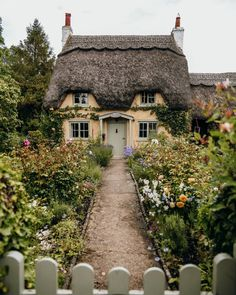 A Guide To The Most Beautiful Villages In The Cotswolds - Looking for the prettiest places to visit in England? Here is a guide to the most beautiful village - Cottage In The Woods, Cozy Cottage, Cottage Homes, Fairytale Cottage, Garden Cottage, Casas The Sims 4, Cute House, Architecture, My Dream Home