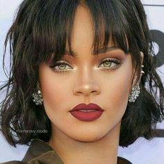 Rihanna has the best makeup hands down! Rihanna Makeup, Rihanna Riri, Rihanna Nails, Beyonce, Beauty Make-up, Beauty Hacks, Hair Beauty, Makeup Tips, Eye Makeup