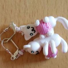 Boucles d'oreilles chat blanc et pelote rose