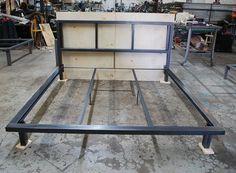 Cadre de lit sans bois par deliafurniture sur Etsy