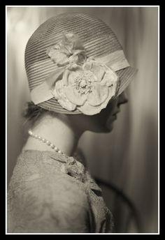 Tout a commencé dans les années 20 que l'on surnommait les années FOLLES (de 1919 à 1929), l'arrivée du fameux Charleston. A cette période les femmes Françaises commencent à s'émanciper