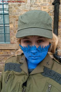 An amazing Mystique Cosplay from Days of Future Past. The transformation from Biggs to Mystique. X-Men.