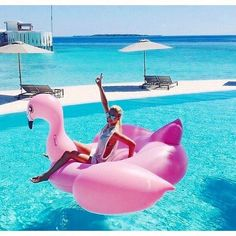 . SUMMER here we come  . Tag your friends! Via @luxury_fashion_mafia   ______________________________________________ . #realestate #summer2016 #travels #weekend #party #living #adventures #goodlife #epic #beautiful #tropical #summer #instagood #instamood #picoftheday #float #hollywood #exotics #lifestyle #traveler #architecture #awesome #villa #mansion #inspiration #borabora #losangeles #california #bali #maldives . Credits to @alohavacay Capturado por n1.luxury