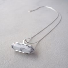 This is a Sterling Silver necklace with a Magnesita stone.Silver chain and trimmings.Long and with an adaptable length, the piece is crafted by hand.  Sizes: Necklaces: Jewel: 3,3 x 1,7cm Long adaptable: 40 – 50 cm Weight: 8gr.  Bracelet: Jewel: 3,3 x 5,5 cm Weight: 20 gr.  PROPERTIES It is said that …