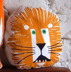 Kuscheltier Löwe Kissen von lieblingsdecke auf DaWanda.com