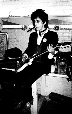 Johnny Thunders photographed by Ebet Roberts.
