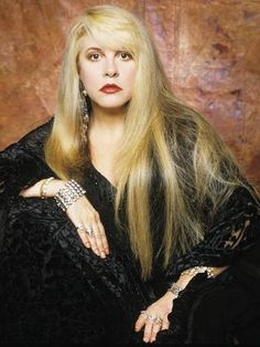 Stevie Nicks c Stunning with straight blonde hair. Stevie Nicks Fleetwood Mac, Stevie Nicks 70s, Stephanie Lynn, Olivia Newton John, Brad Pitt, Beautiful Celebrities, My Idol, Photos, Celebs