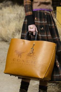 Coach at New York Fashion Week Fall 2017 Coach at New York Fashion Week Fall 2017 - Details Runway Photos Fall Handbags, Fashion Handbags, Purses And Handbags, Fashion Bags, Leather Handbags, Fashion Accessories, Womens Fashion, Fashion Trends, Coach Handbags