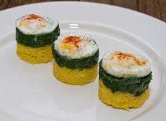 O reteta simpla, nesofisticata de spanac cu mamaliga si oua de prepelita.